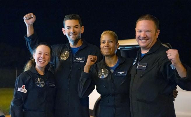 Космическите туристи на SpaceX се върнаха на Земята
