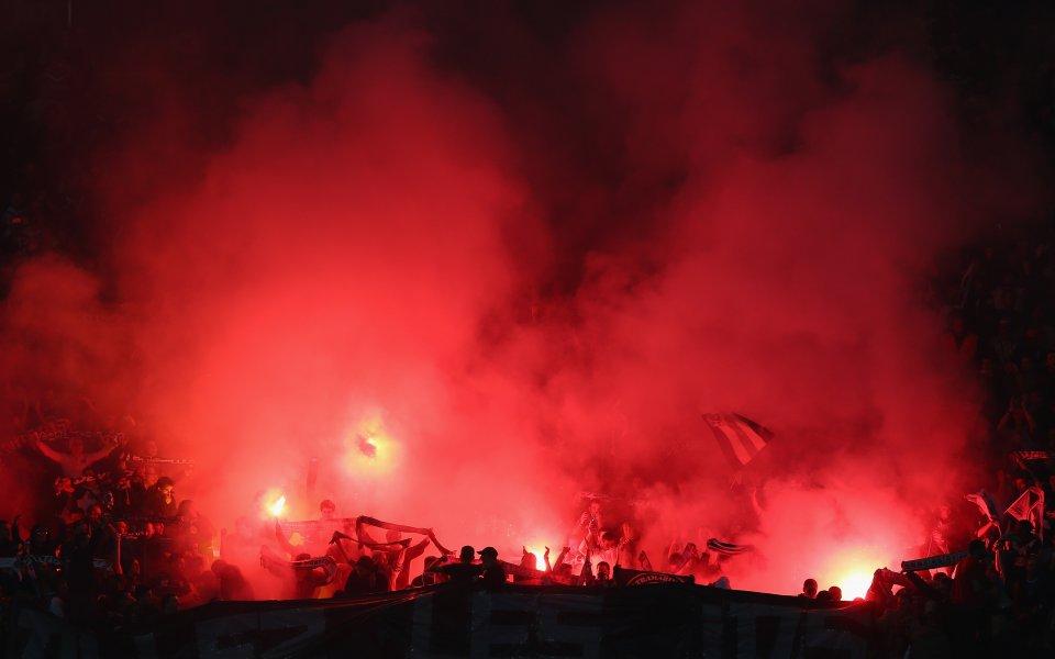 Нови безредици във Франция! Фенове на Сент Етиен забавиха началото на мач с цял час (видео)