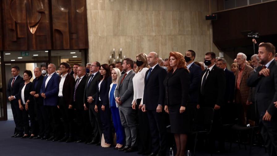 Инициативен комитет издигна Румен Радев за президент