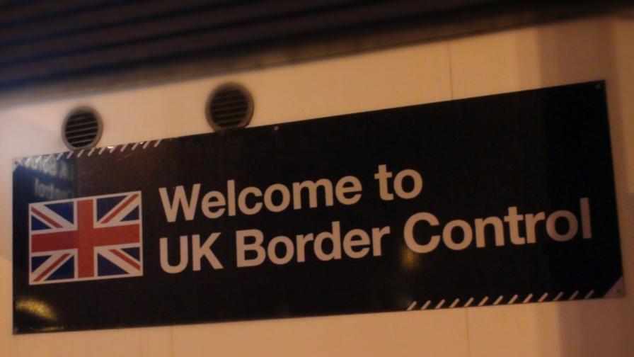 <p>От петък: Във Великобритания само с международен паспорт&nbsp; &nbsp;</p>