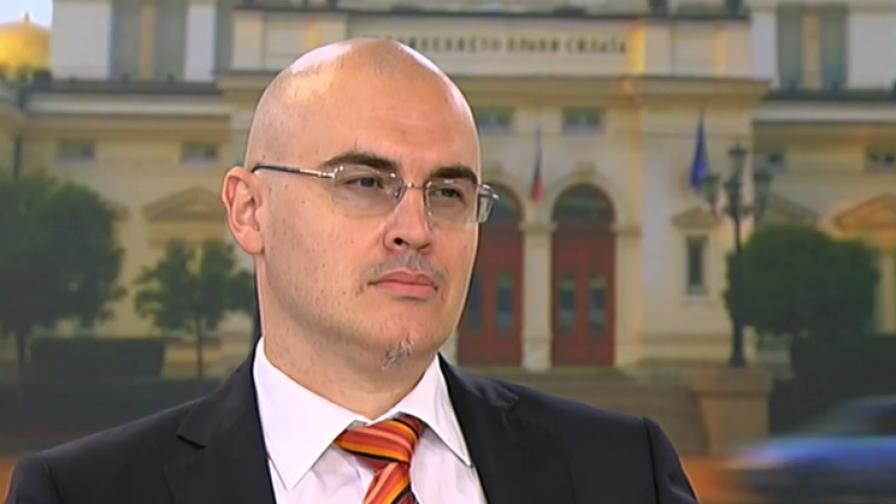 Петър Илиев е напуснал поста си в СУ