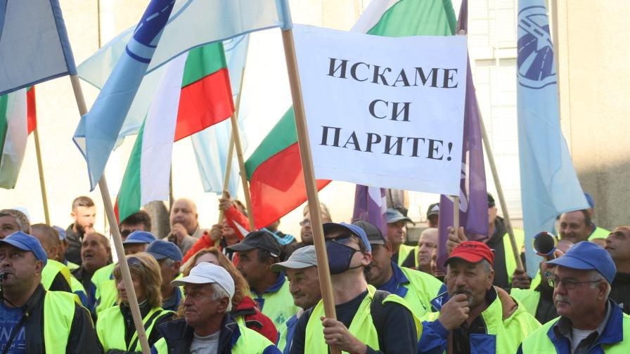 """Протестиращи от """"Автомагистрали - Черно море"""" опитаха да нахлуят в сградата на МРРБ"""