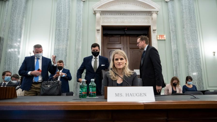 Франсис Хауген на изслушването ѝ пред сенаторите