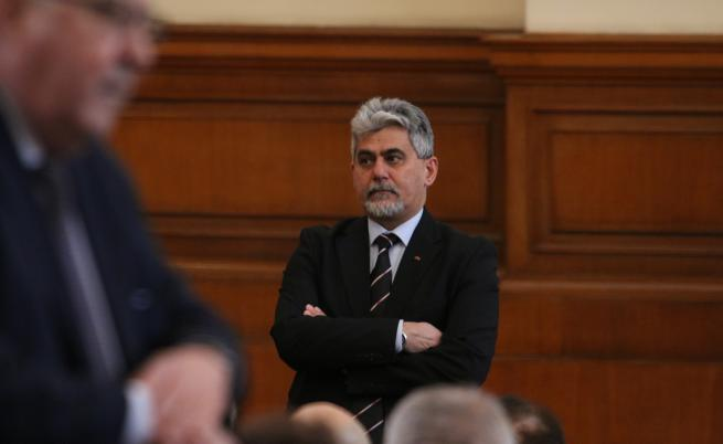 ВТУ: Кандидатът за президент на ВМРО е уволнен дисциплинарно