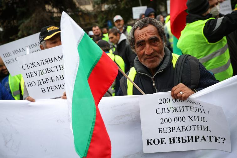 Пътни строители на протест пред Министерството на регионалното развитие и