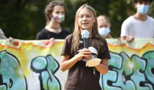 Грета Тунберг в нова роля, тълпата полудя (Видео)