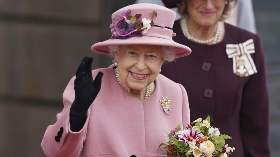 Млада по дух: Кралица Елизабет II на 95...