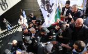 Протестиращи нападнаха министър Николай Денков