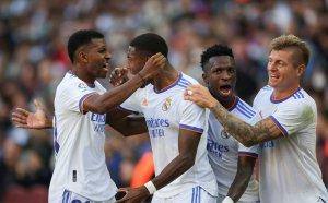 """Реал Мадрид удари Барса пред 100 000 души на """"Камп Ноу"""""""