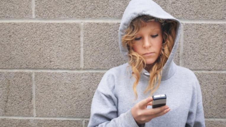 sms мобилен телефон тийнейджър