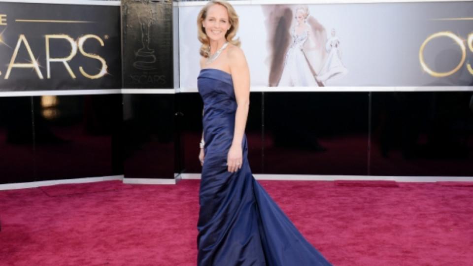 """За изненада на всички актрисата Хелън Хънт (49 г.) избра рокля от масовия бранд """"H&M"""" (""""Eйч енд Ем""""), с която се появи на тазгодишната церемония за раздаването на наградите """"Оскар"""""""