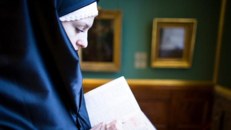 жена монахиня град