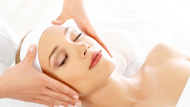 спа терапия лице жена кожа красота процедура козметик