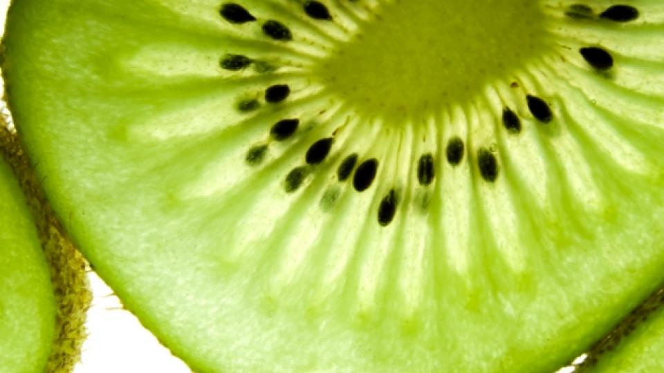 Кивито е богато на витамин C и Е, които действат тонизиращо на кожата