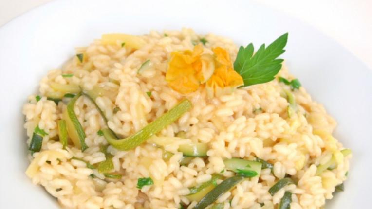 тиквички постно ястие ориз яхния лесно приготвяне копър запържване кипване
