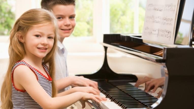 деца музика пиано