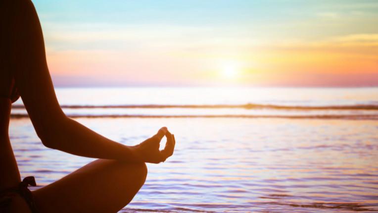 йога медитация море