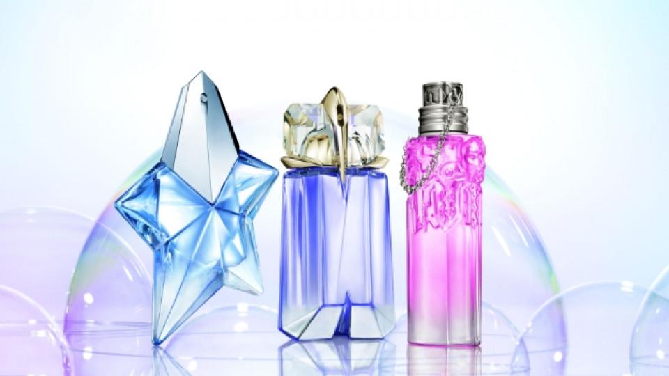 Лимтираните Light Eau de Toilette версии на Angel, Alien и Womanity носят ароматни молекули извлечени чрез пара и възстановени под формата на етерични масла и остатъчна цветна вода – хидрозол