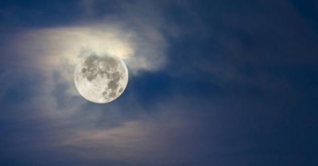 Готови или не, утре идва пълнолунието! Тази драматична лунна фаза