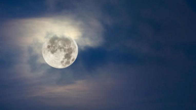 Луна пълнолуние