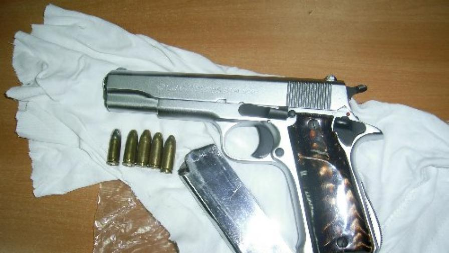 Изземат огнестрелно оръжие за неплатени данъци
