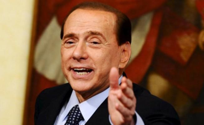 Берлускони пак коментира тена на Обама