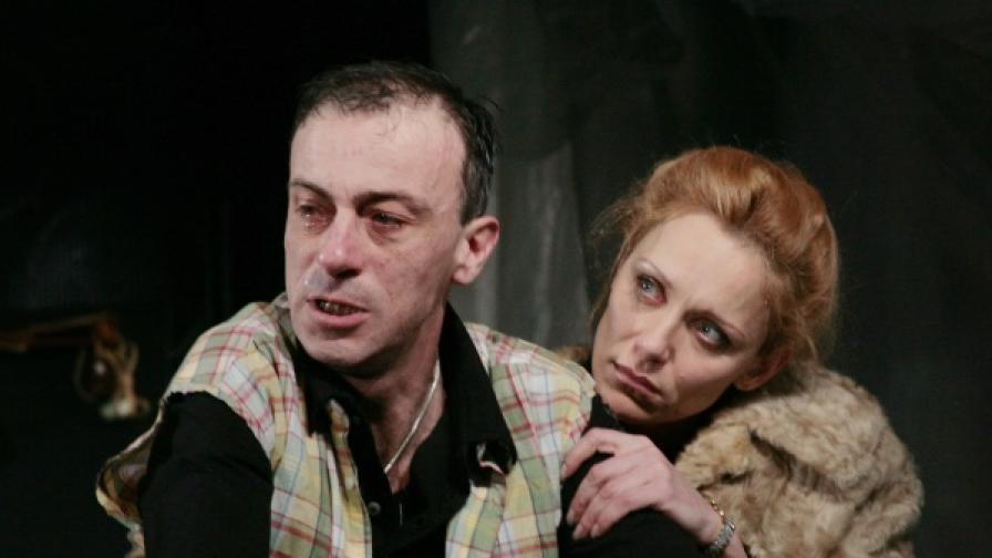 Малин Кръстев като Уокър и Койна Русева като сестра му Нан