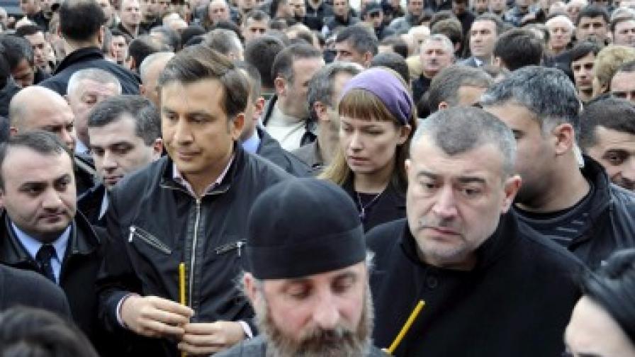 Между 100 и 120 хил. души протестират в Тбилиси