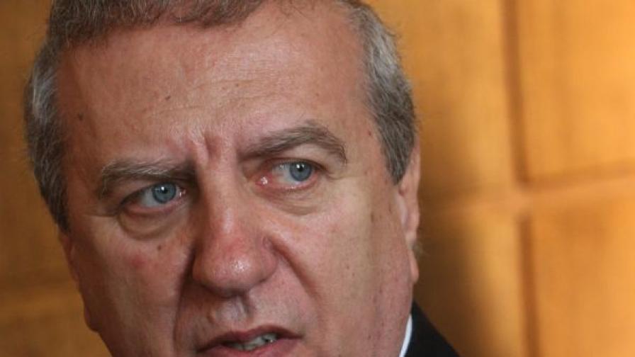 Томов: През 2013 използваха фенове да свалят Борисов