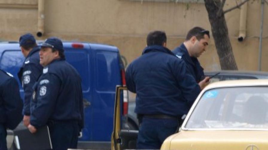 Мъж се простреля пред общината във Варна