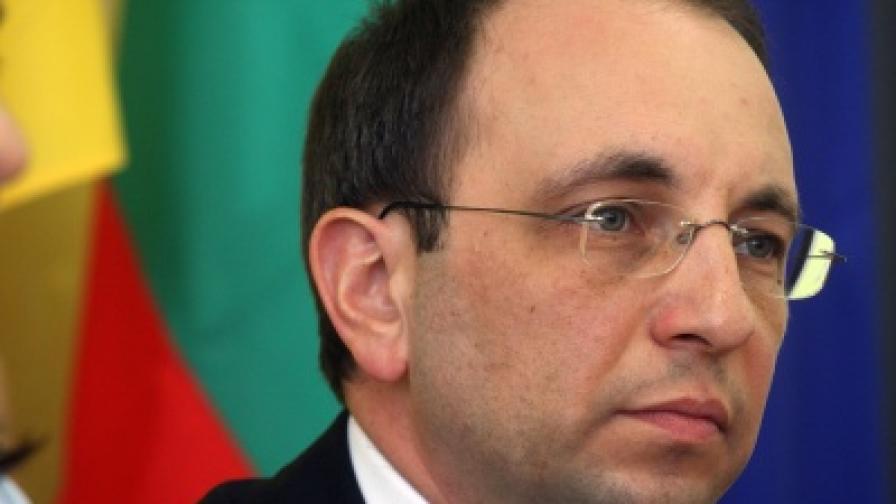 Василев: Държавата не трябва да влиза в сделката с ЧЕЗ