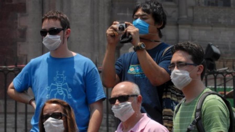 Вирусът не спря туристите в Мексико. Те се предпазват с маски