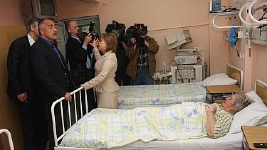 Суетене около пациентите има най-често, когато ги посещават политици.