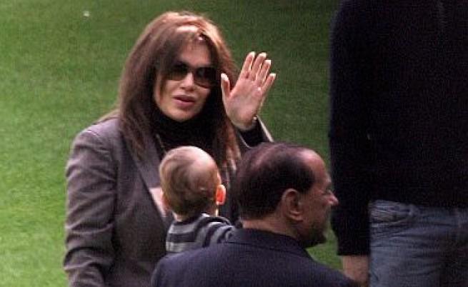 Г-жа Берлускони: Развод ми дай!