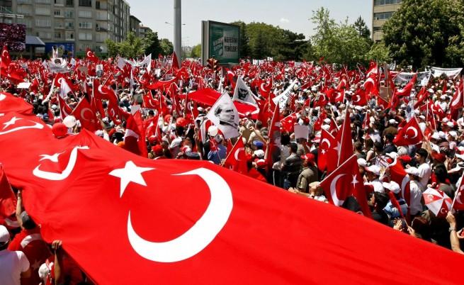 Хиляди на протест в Анкара