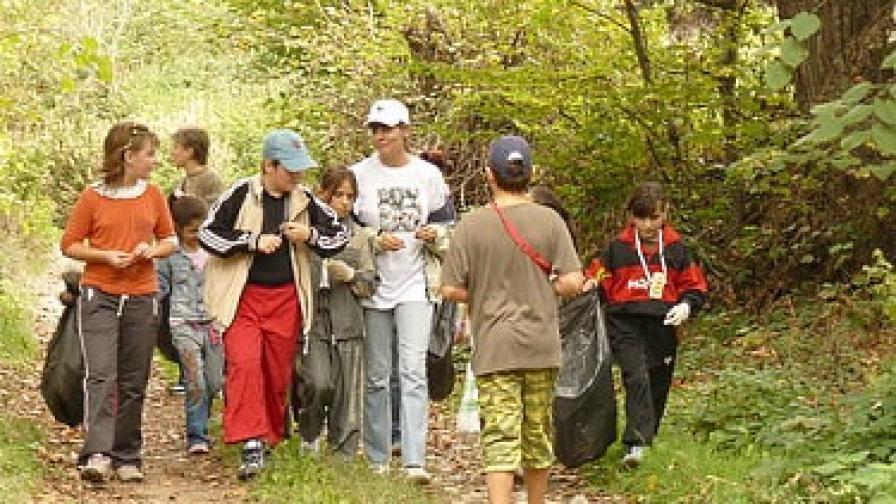 Изчистиха 15 т боклук от природните паркове