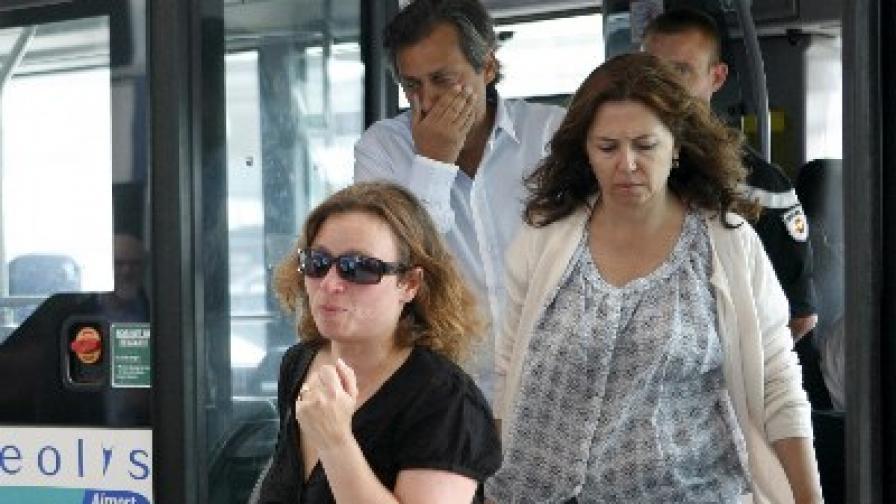 """Роднини на пътници от полет AIF447 пристигат на летище """"Шарл де Гол"""""""