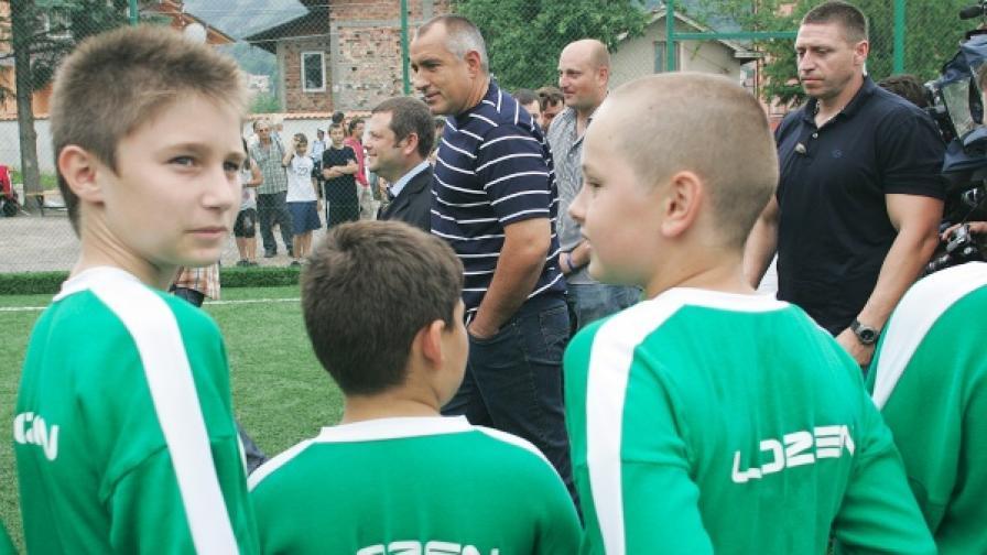 Бойко Борисов днес откри спортно игрище за целогодишно ползване в с. Горни Лозен