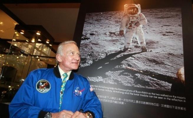 Кацането на Луната - теория на конспирацията