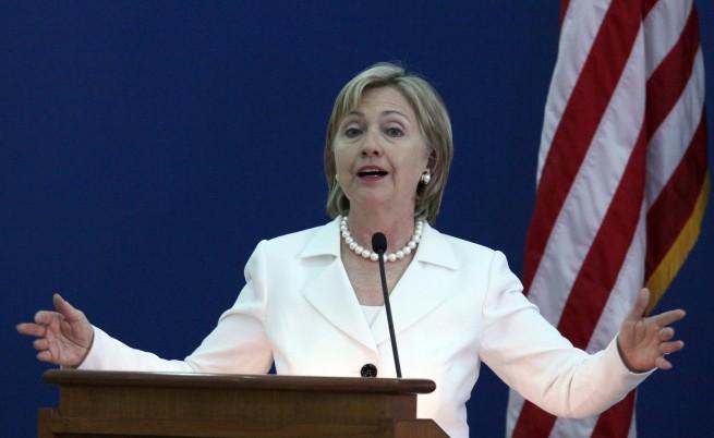 Клинтън: Иран няма защо да се мъчи да направи атомна бомба