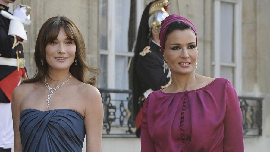 Карла Бруни и шейха Моза си съперничеха по стил на вечерята в Елисейския дворец през юни