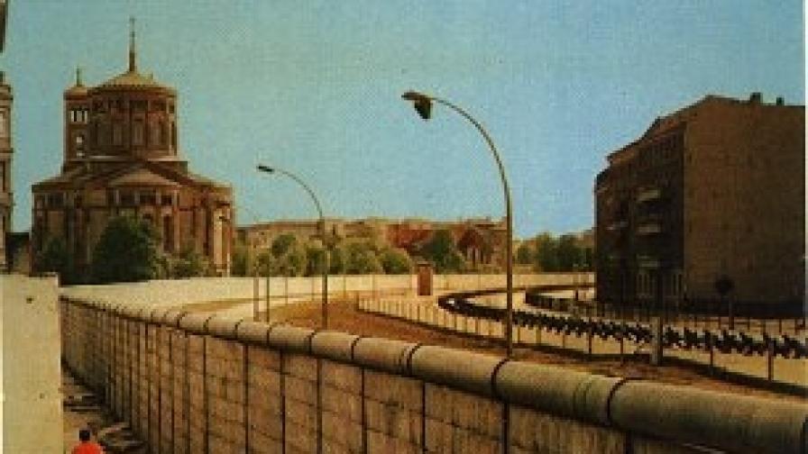 Погрлед от Западен Берлин към Стената при 'Бетаниендам' (1966 г.)