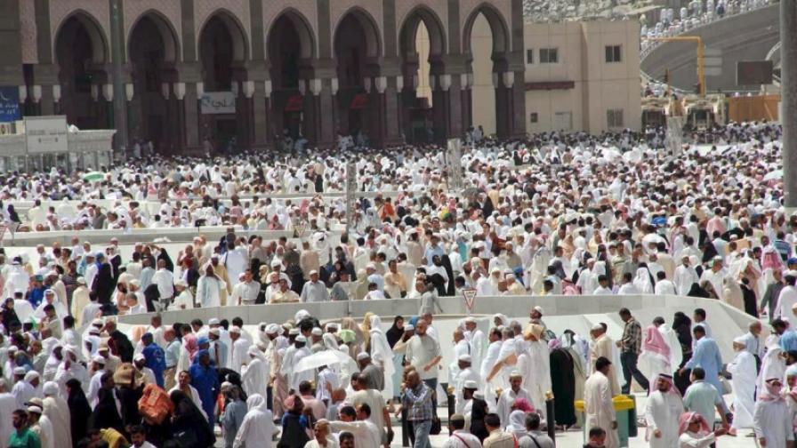 Поклонници в Мека в края на рамазана (снимка от септември 2008)