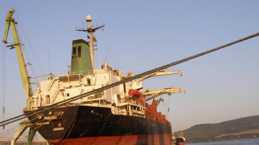 Спряха изтичането на газ от цистерна на ферибот край Варна