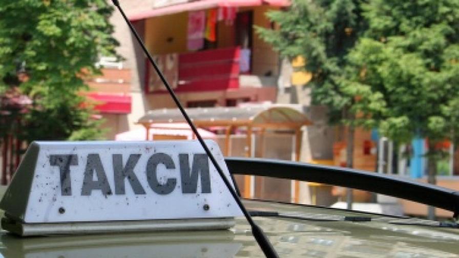 Такси избухна в центъра на София