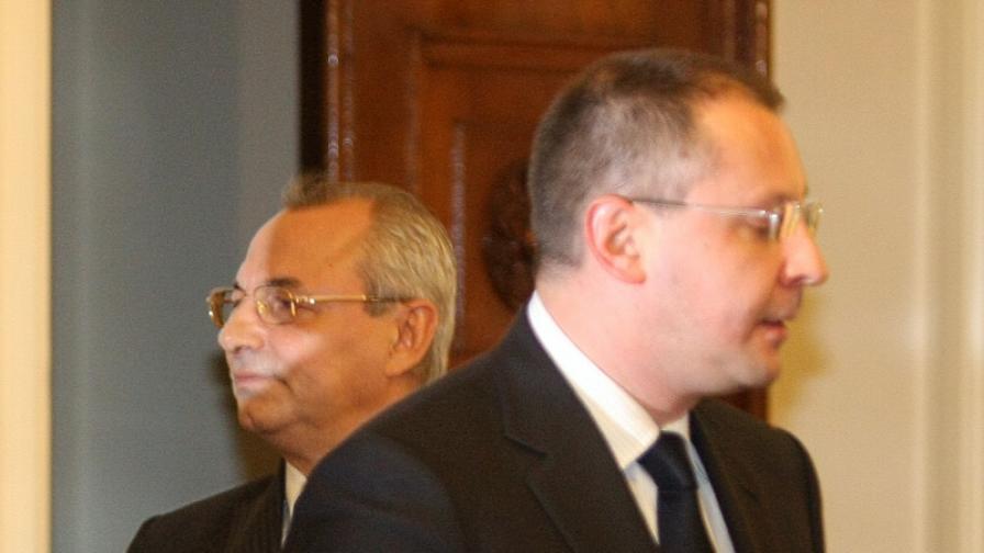 Народното събрание порица Станишев и Доган