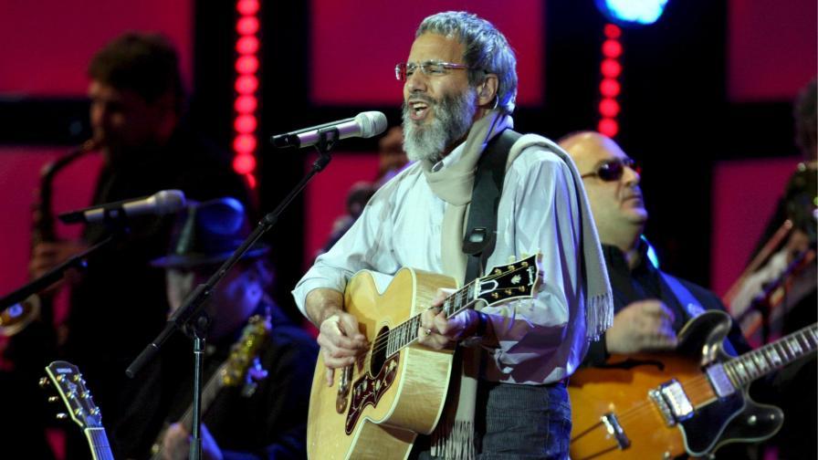 """Кат Стивънс, приел исляма и променил името си на Юсуф Ислам, пее на концерто """"Лайв ърт""""."""