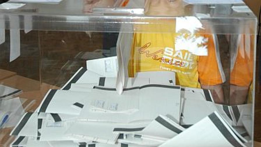 Първанов засега няма да уволни посланиците в Турция и САЩ