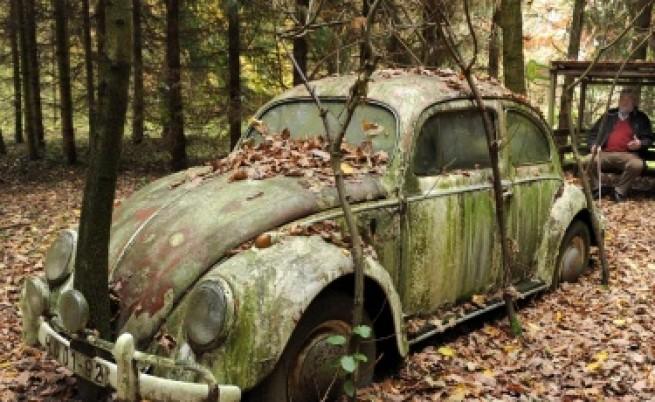 Първата кола, минала през руините на Стената