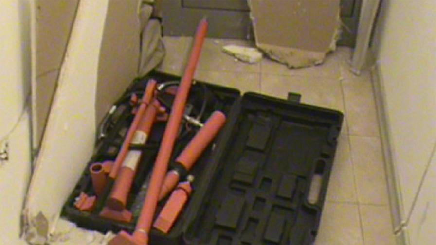 Част от инструментариума, използван от обирджиите, на които Тони Костадинов е подавал данни.